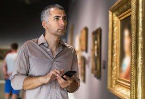 Una guía inteligente que funciona y lista para sustituir a las costosas audioguías de los museos